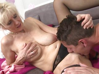 порно старухи с молодым онлайн