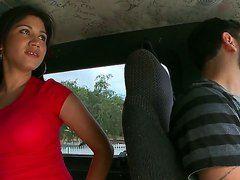 шлюху выебали в анал в общественном автобусе